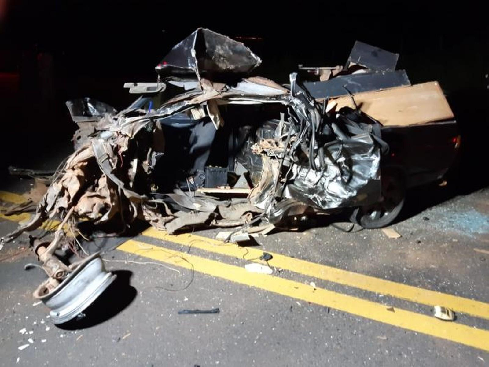 Jovem morre após bater o carro em outro veículo em Marília