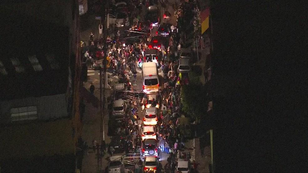 Com reabertura de shoppings, ruas do Brás, no Centro de SP, registram filas, aglomeração e congestionamento