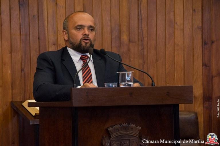 Ações de vereadores querendo receber 13° e férias pelo mandato viram polêmica
